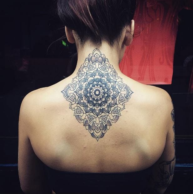 8f3e536d3 50+ Cute Back Of Neck Tattoos For Girls (2019) With Meaning | Tattoo ...