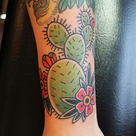 Small Simple Cactus Tattoo Designs (179)